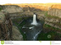 Waterfall at sunset moment at palouse falls state park, washington 1835