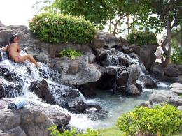 PanoramioPhoto of Manmade waterfall on Waikiki Beach 212