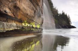 Spectacular waterfall flowing over the sandstone cliffs 1128