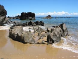 PanoramioPhoto of beautiful rock formations on the beach of Tampolo 1003