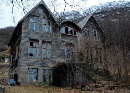 Abandoned house in the mountainsi imgur com 1397