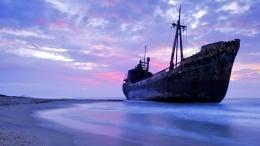 abandoned ship | Photography | digital design | ecommerce specialist 424