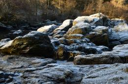 Tour Scotland Winter Photographs Video Frost Covered Rocks River Braan 1216