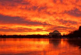 Fire and ice: A spectacular D Csunrise and the frozen Potomac River 1058