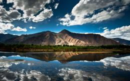 Categories: Landscapes | Tags: lake , mirror , mountain 414