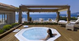 one bedroom accommodation offers a private terrace and outdoor Jacuzzi 1824