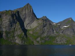 Mighty peaks in Reinefjorden : Photos, Diagrams & Topos : SummitPost 1747