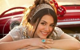 Unique HD Wallpapers 4U: Victoria Justice Cute HD Wallpaper Free 709