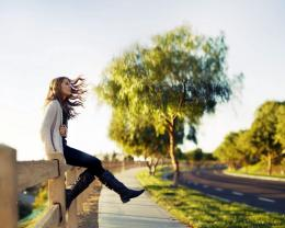 Pretty girl sitting on the wood fence in macro shot wallpaper 1207