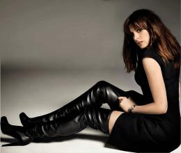 Anne Hathaway thigh boots 986