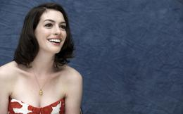Anne Hathaway with a golden necklace wallpaper #14220 804