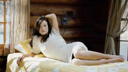 olivia wilde in white dress laying on the bed wallpaper 1360x768 567