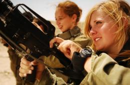Israel Defense ForcesFemale Soldiers Unload their Weapons jpg 470