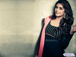 Huma Qureshi high resolution image 69907Glamsham 358