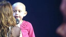Fanmade] ; Miley Cyrus Singing \'\'The Climb\'\' with young cancer 627
