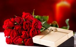 Bouquet of red roses on March 8 as a gift wallpapers and images 1926