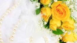 Womens Day Yellow roses in a bouquet for women 055781jpg 1189