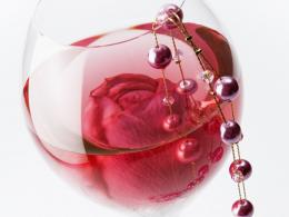 Rose in the glass at the March 8 wallpapers and imageswallpapers 1150