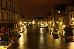 picture for you to admire! Some detail about the Venice canals here 299