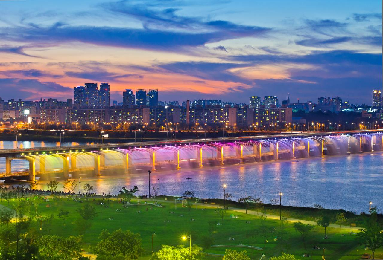 Banpo BridgeSouth Korea, The Banpo Bridge is a girder bridge, it 903