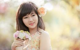 Korean Beautiful Girls Holding Flowers Wallpapers Asian Girl Orange 301