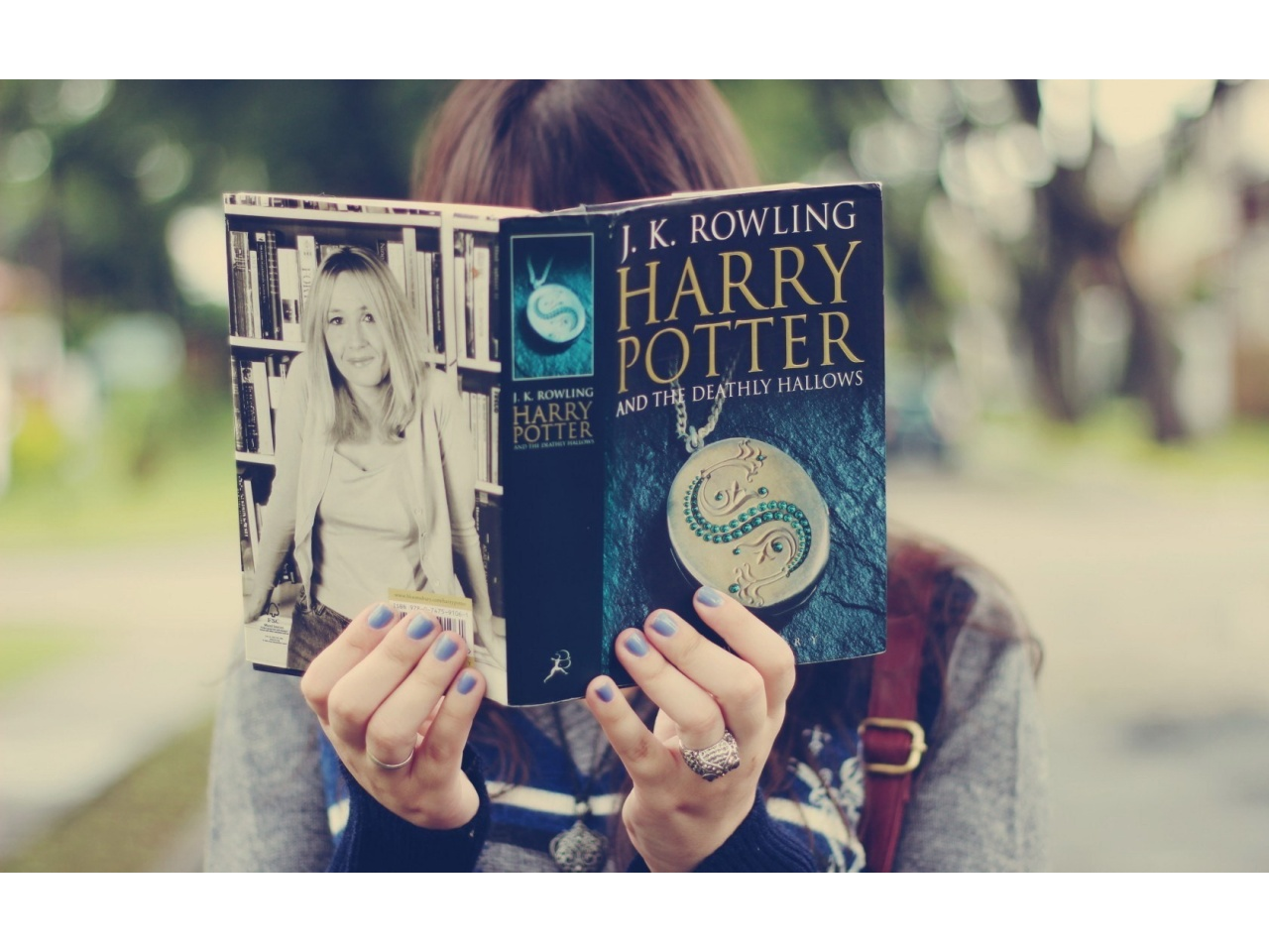 Selected Resoloution: 1280x960 Girl Reading Harry Potter Book Size 1393