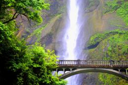 Beautiful Multnomah Falls in Oregon, USA [6 Pics] | I Like To Waste My 675