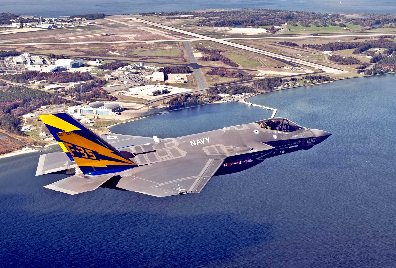 Click pic for hi resF 35C: Bigger wing with tail hookUS Navy 1704