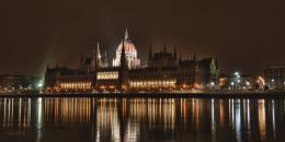 Budapest Parliament at Night by CreativeDragon on DeviantArt 1742