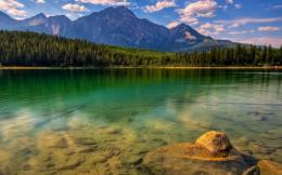 Download Glorious green lake landscape wallpaper in Nature wallpapers 1143