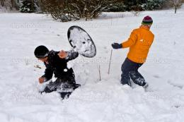 Children have a snowball fight in the snow area — Stock Photo 222