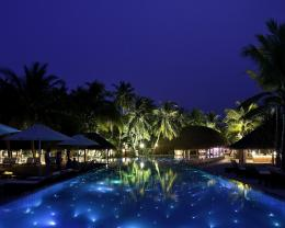 1280x1024 Luxury Resort at Night desktop PC and Mac wallpaper 1690