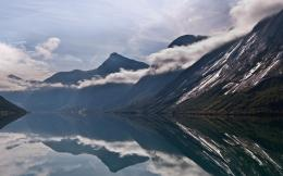 Northern serenity reflection in Norway wallpaper 1074
