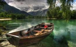 Download Lonely Boat wallpaper 600