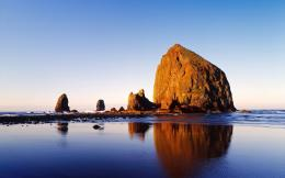 Huge Rock On The Beach Hd Wallpaper | Wallpaper List 157