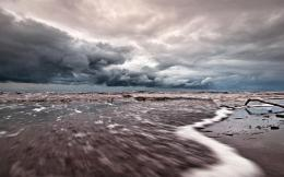 Tide Coming In Under Stormy Skies Hd Wallpaper | Wallpaper List 732