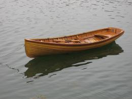 Rowing boat built from wood in the traditional way – and isn't 1910