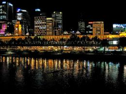Night rowing on the Yarra RiverMelbourne: Flinders St Station in 1029