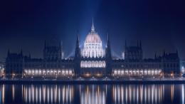 Blue Hungarian Parliament Building Wallpapers2560x1440754428 1161
