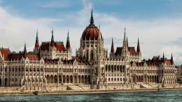 Parliament BuildingBudapest by pingallery on DeviantArt 104