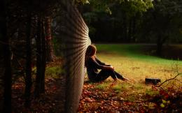 girl is sitting at the fence wallpapers and imageswallpapers 1635