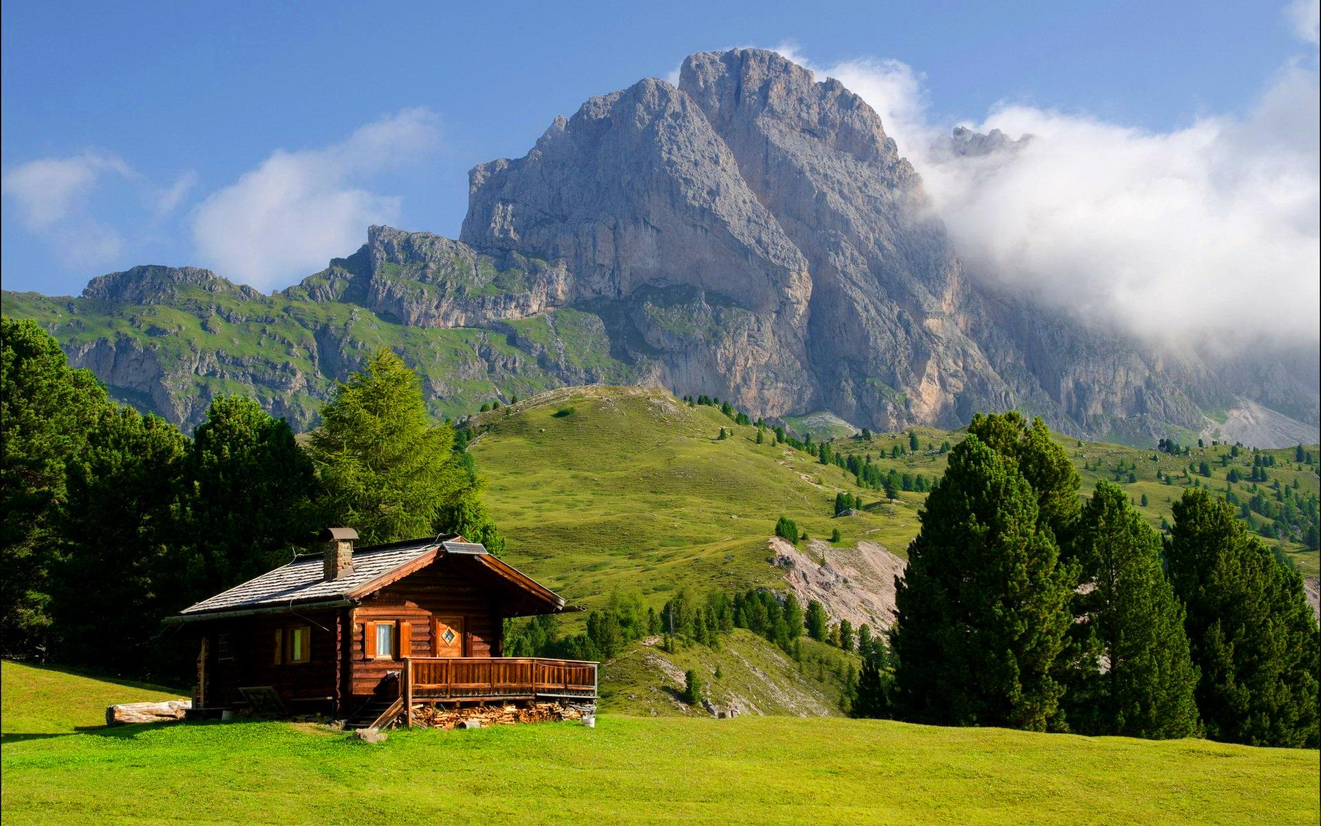 Lonely wood house at Val Gardena Italy wallpaper 1051