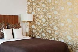 Contemporary and warm bedroom wallpaper design family style by 671