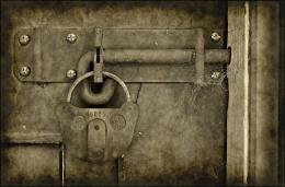 Old vintage grungy lock on a door photo | www myfreetextures com 1342