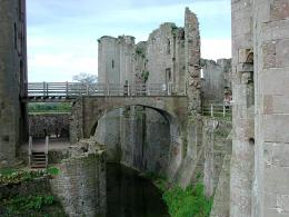 Virtual Tour of Raglan Castle 1259
