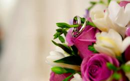Wedding Rings On Flowers Bouquet Hd Wallpaper | Wallpaper List 1284