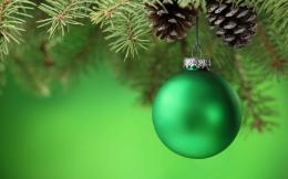 Green Christmas Ball 1310