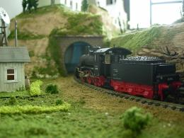 The Sunny Model Railroad: Model Railroad Scenery | Tunnels and Blue 1579