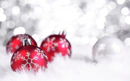 Three Red Balls Merry Christmas Wallpaper Back #10518 Wallpaper | High 553