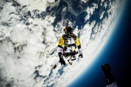 Skycombo: the ultimate skydive from 10,000m 543